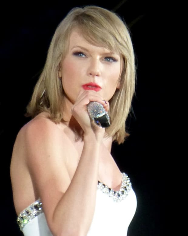 Taylor Swift Testifies Against DJ Accused Of Groping (Photos) Promo Image