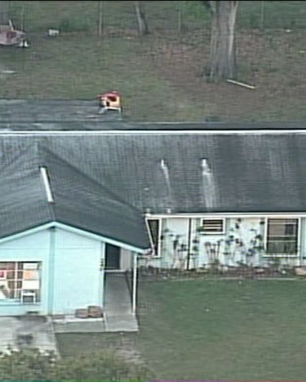 Man trapped in sinkhole under his Brandon home.