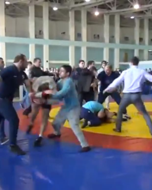 russiawrestlersbrawl_featured.jpg