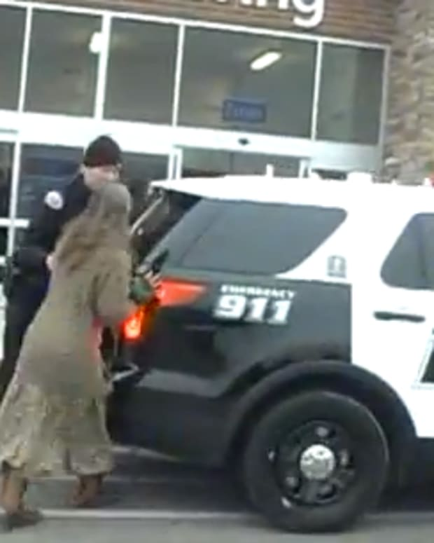 womanpolicecruiser_featured.jpg