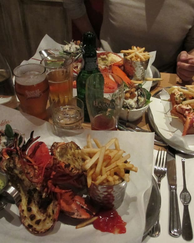 burgerandlobster1_featured.jpg