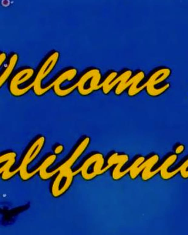 welcometocaliforniasign_featured.jpg