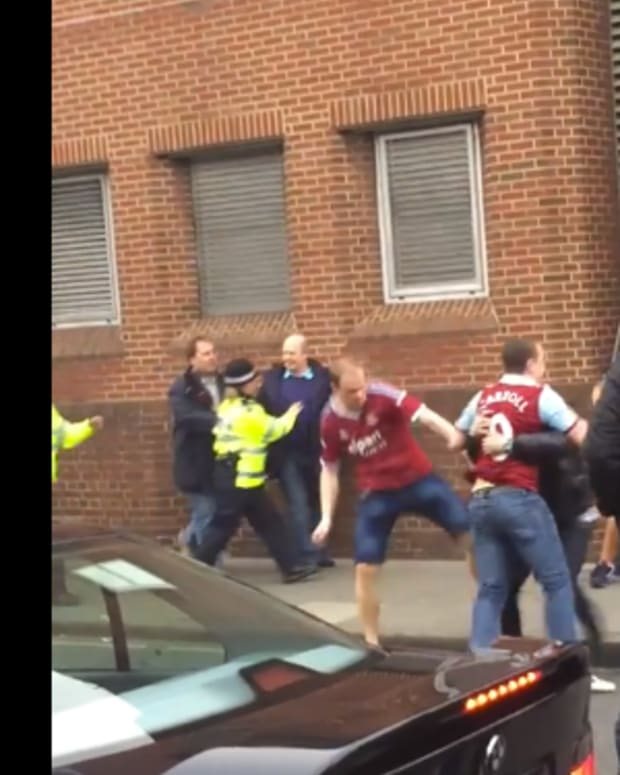 westhamsunderlandfight_featured.jpg