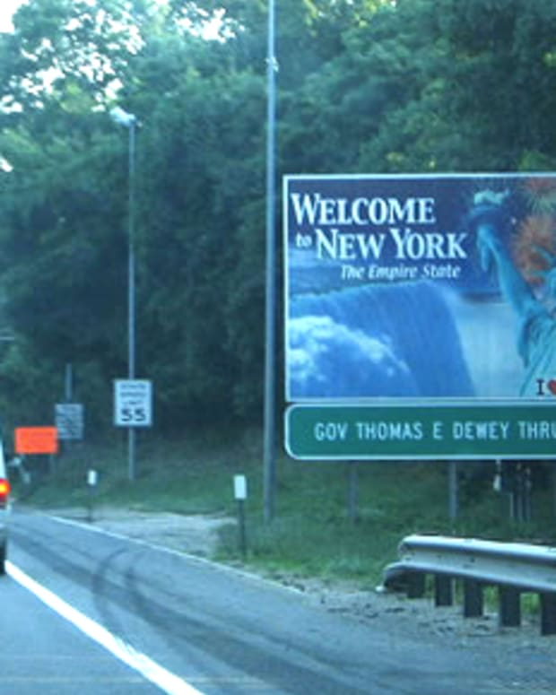 welcometonewyorksign_featured.jpg