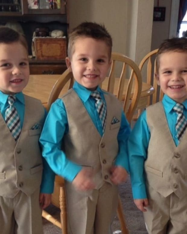 Grandmother Of Triplets Receives $300 Tip (Photo) Promo Image