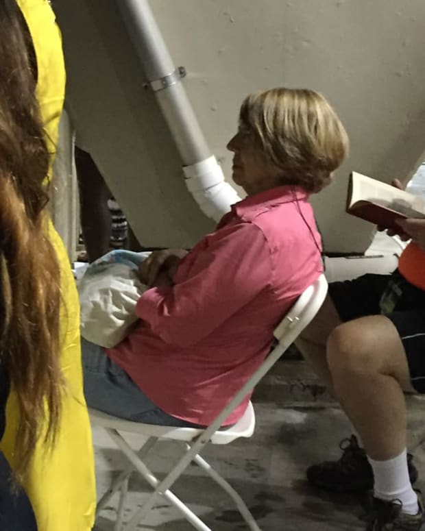 Man Reading Book At Beyonce Concert Goes Viral (Photo) Promo Image