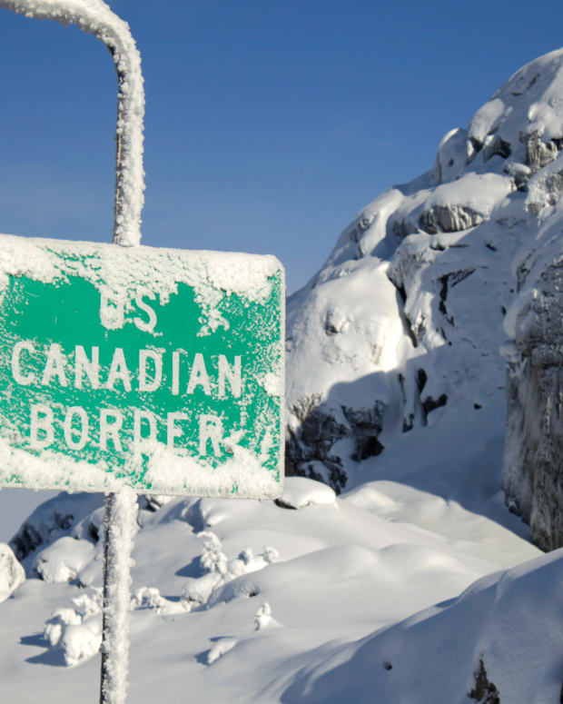 Sign for Canada's Border