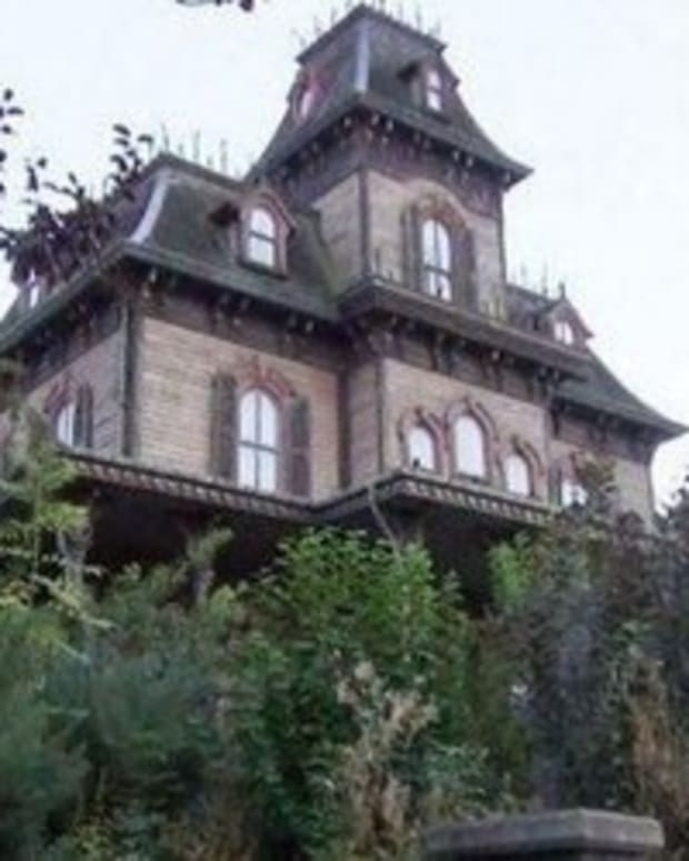 Disneyland Haunted House Closed After Officials Make Disturbing Discovery Inside Promo Image