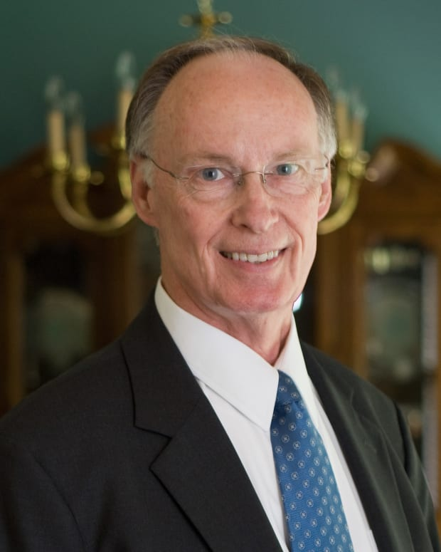 Baptist Church Expels Alabama Governor Over Sex Scandal Promo Image