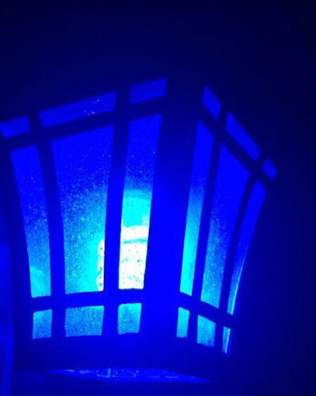 A Kentucky resident's blue porch light