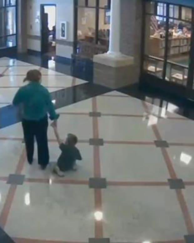 Ashley Silas dragging child
