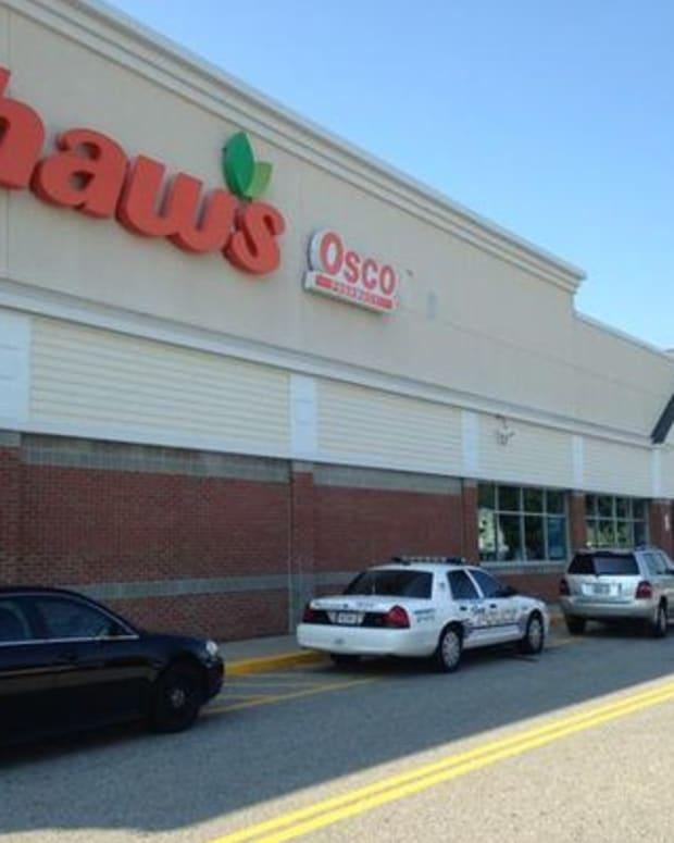 Shaw's Supermarket, Saco, Maine.