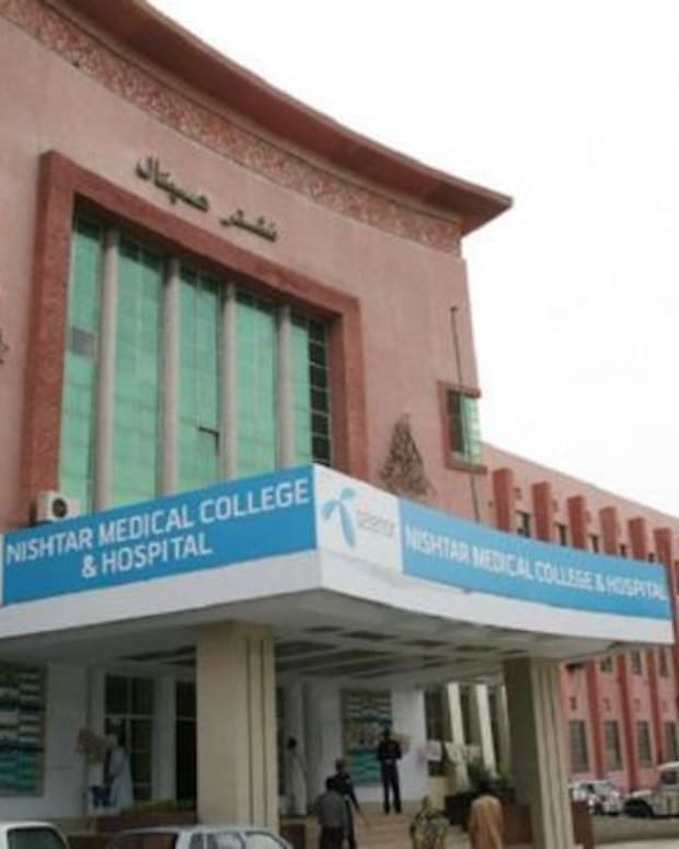 Front entrance of Nishtar hospital