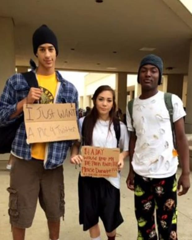 high-schoolers dressed as bums