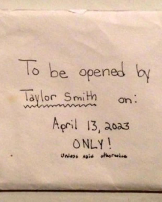 After Daughter Dies, Parents Find Secret Note (Photo) Promo Image