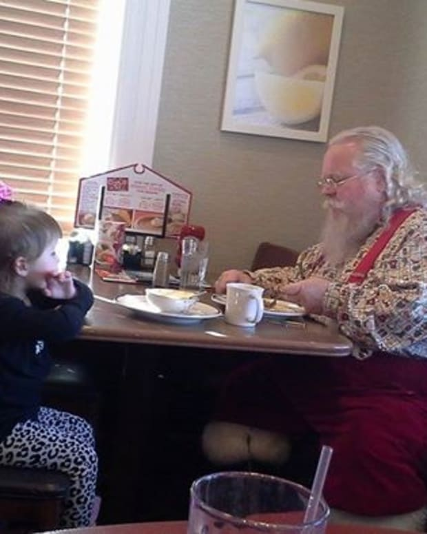 Santa And Gracie Lynn Wilson In Indiana Restaurant.