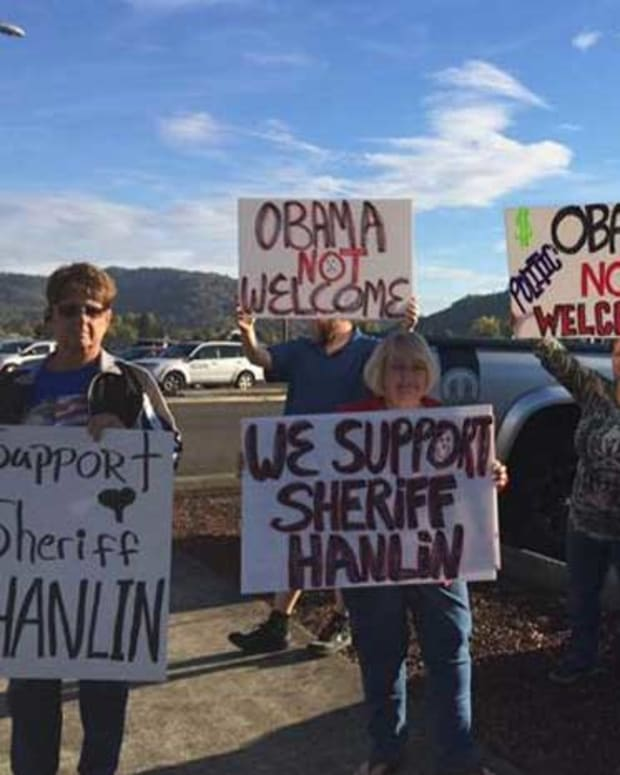 Roseburg, Oregon Residents Protest President Obama's Visit