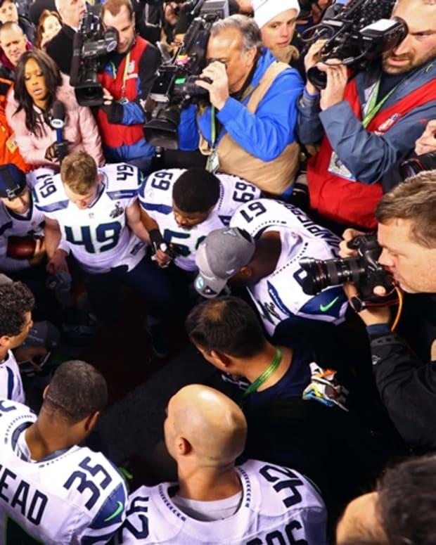 Sports Team Praying