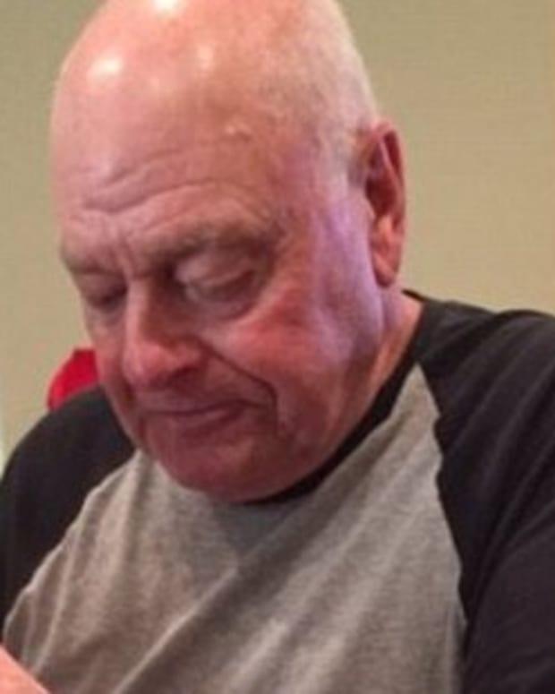 Grandpa Eats Burger Alone In Heartbreaking Photo (Photo) Promo Image