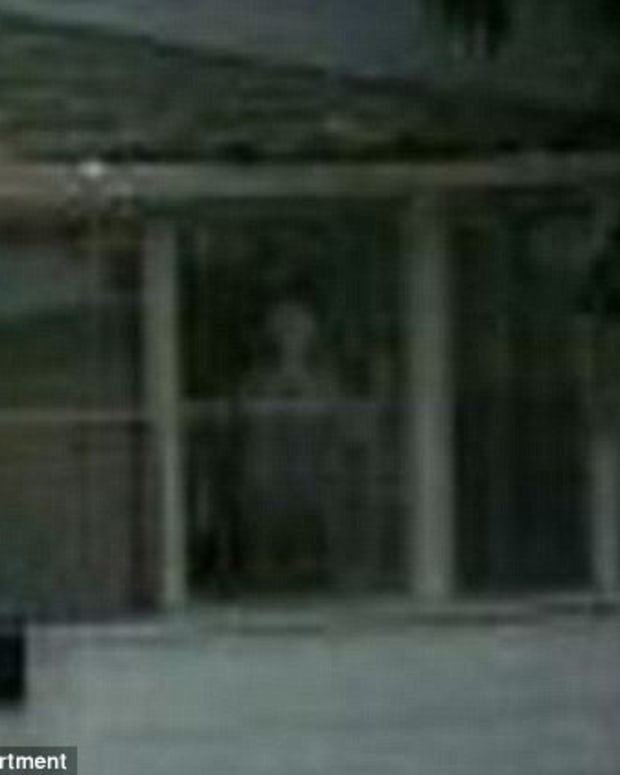 """A paranormal figure appears through the window of the """"exorcism house"""""""