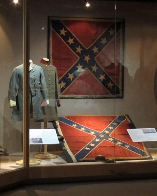 CivilWardisplaywithconfederateflagatCharlestonMuseum.jpg