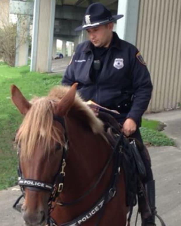 Houston Police Officer Herrejon Comforts Charlotte As She Dies
