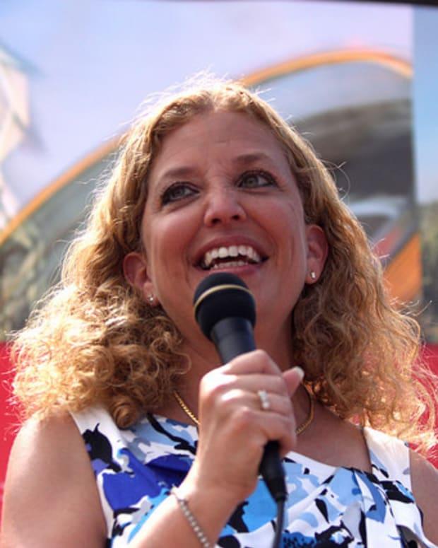 Schultz Defends Clinton's Email Controversy Promo Image