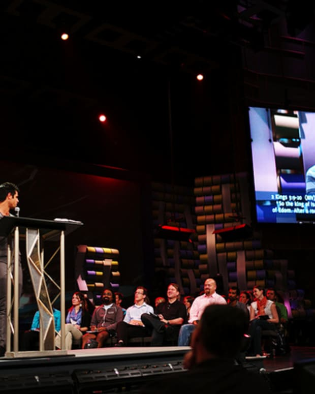 Pastor Steven Furtick Speaking At Summit in 2011