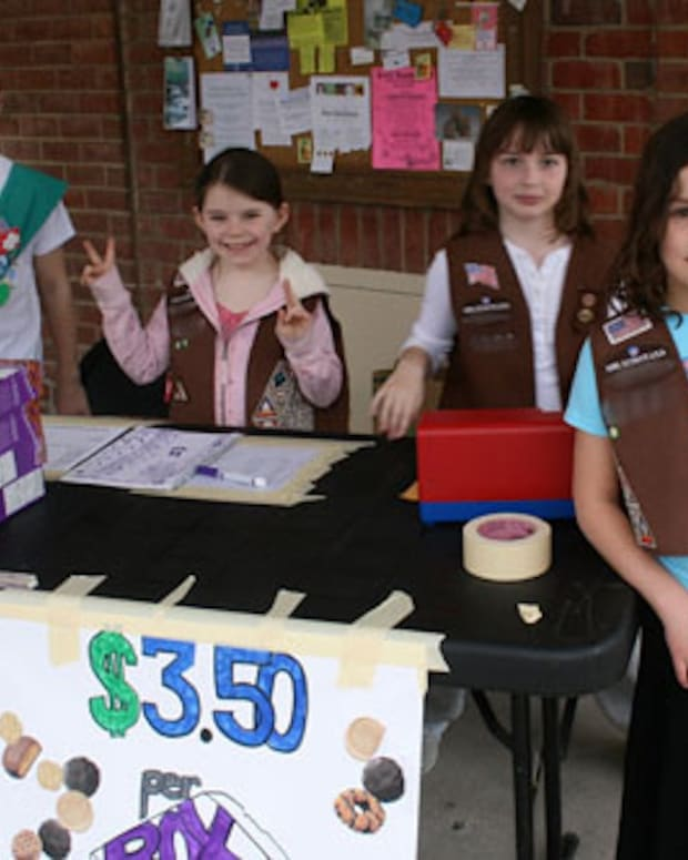 Girl-Scouts-Selling-Cookies