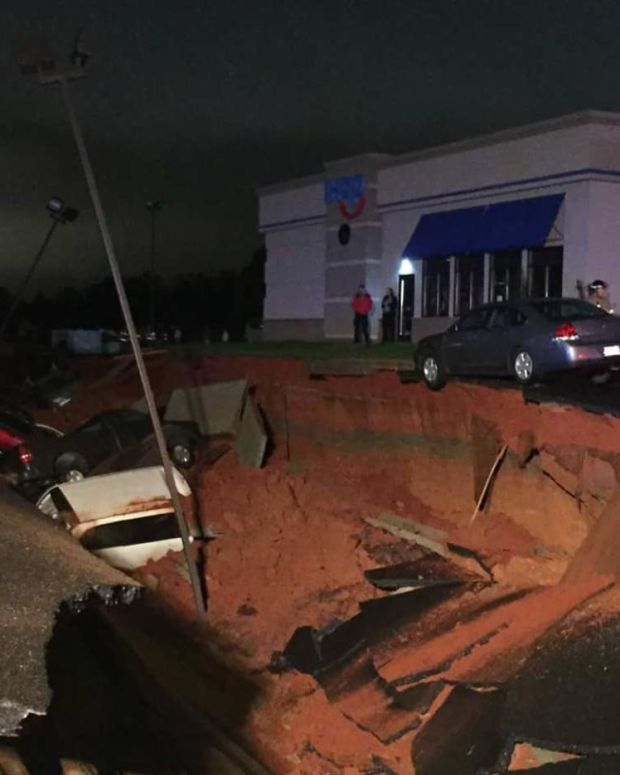 cave-in at IHOP in mississippi