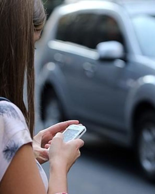 New Jersey Shouldn't Ban Texting While Walking Promo Image