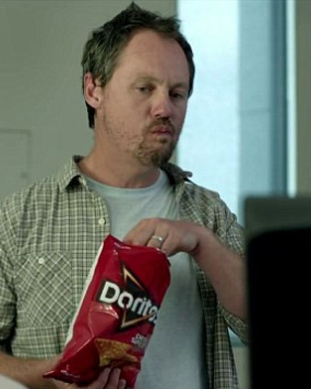Dad eats Doritos during ultrasound
