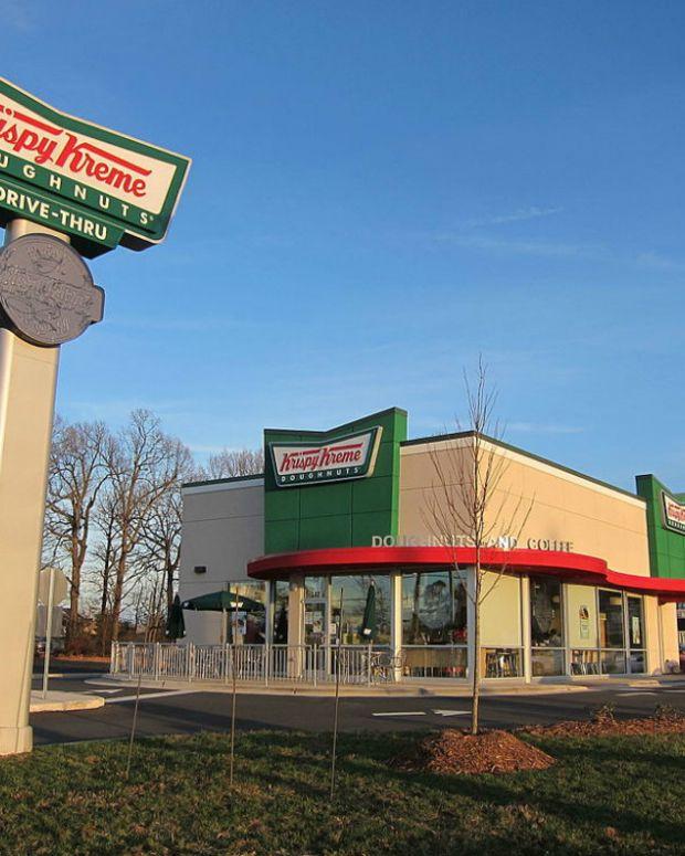 Krispy Kreme Employee Refuses To Serve Police Promo Image