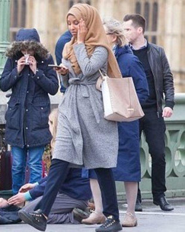 Internet Debates Image Taken In Wake Of London Attack (Photo) Promo Image