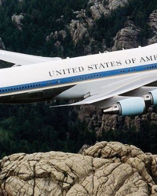 Trump Meets With Boeing, Gets Lower Air Force One Cost Promo Image