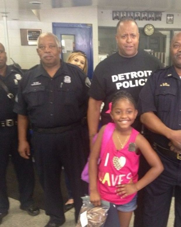 9-Year-Old Girl Buys Officers Lunch With Birthday Money Promo Image
