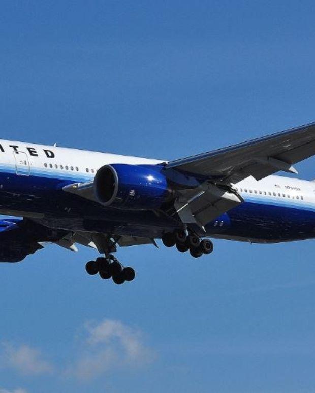 Pilot Scolds Passengers For Arguing Politics On Plane (Video) Promo Image