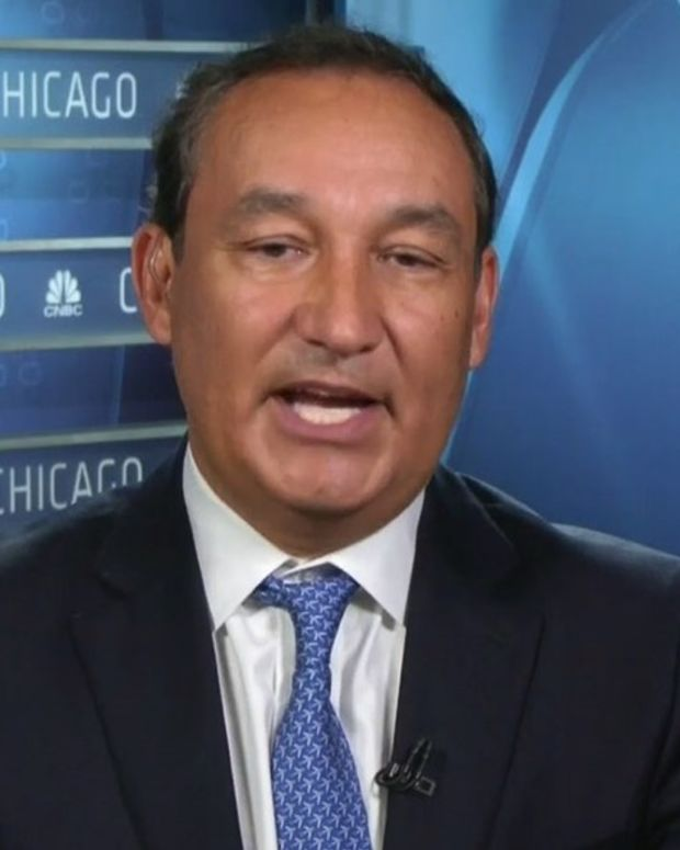 United Airlines CEO Blames Passenger For Police Actions Promo Image