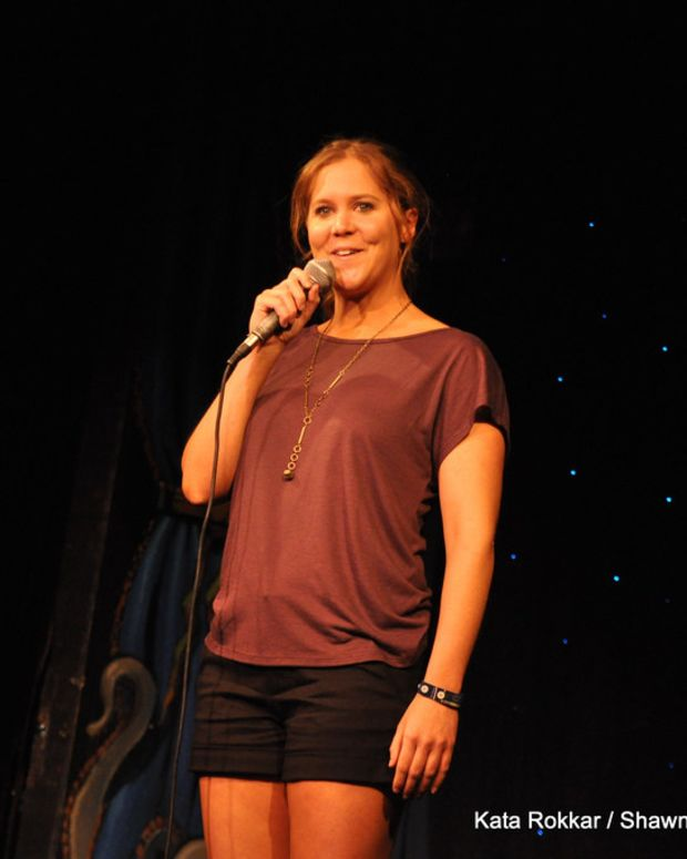 200 Attendees Walk Out Of Amy Schumer Show (Video) Promo Image