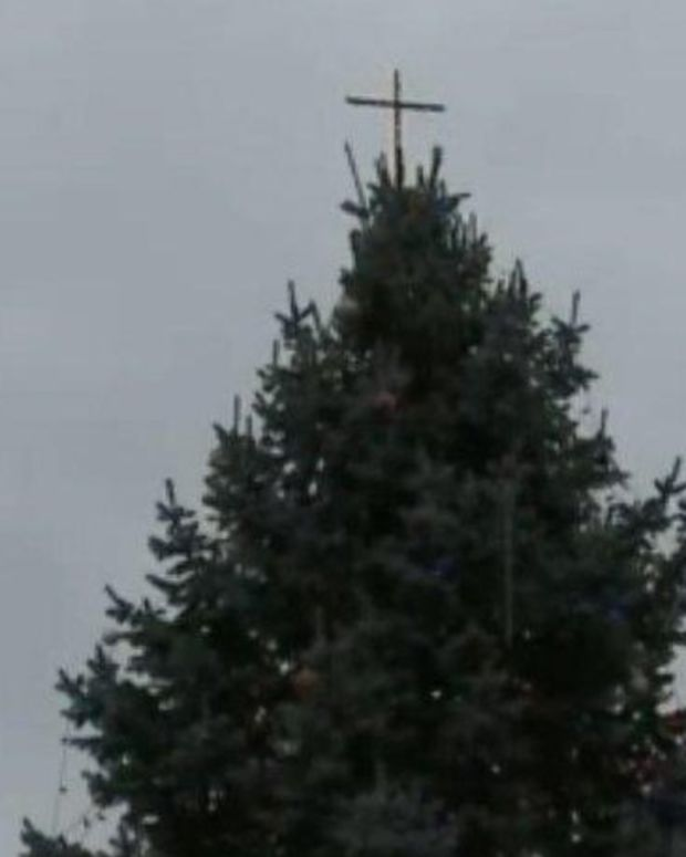 ACLU Sues Over Cross On Christmas Tree Promo Image