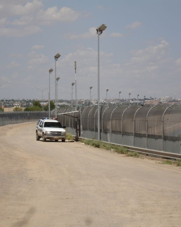 Poll: Americans Prefer 'Path To Citizenship' Over Wall Promo Image