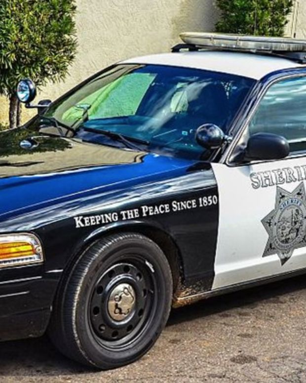 Man Dies After San Diego Cops Use Tasers On Him (Video) Promo Image