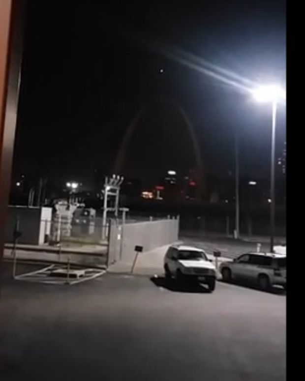 Possible UFO Spotted Above Gateway Arch (Video) Promo Image
