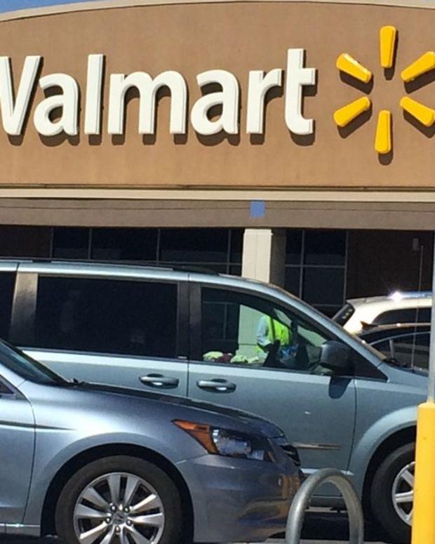 Wal-Mart Refuses 'Racist' Blue Lives Matter Cake (Video) Promo Image