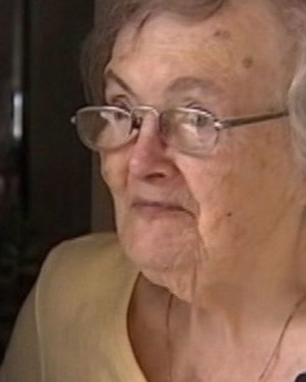 Grandma Who Didn't Order Pizza Gets Random Delivery, Looks At Receipt, Gets Big Surprise Promo Image
