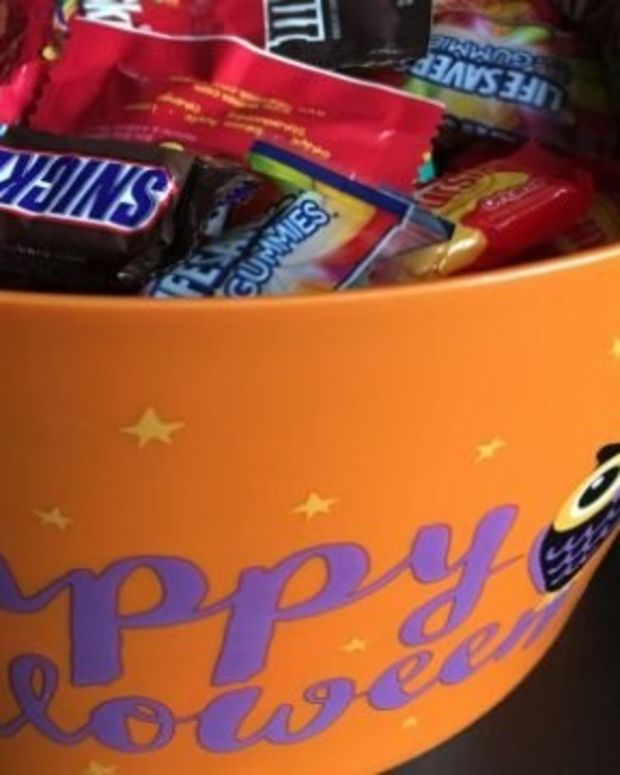 Girl Finds Needle In Her Halloween Candy Promo Image