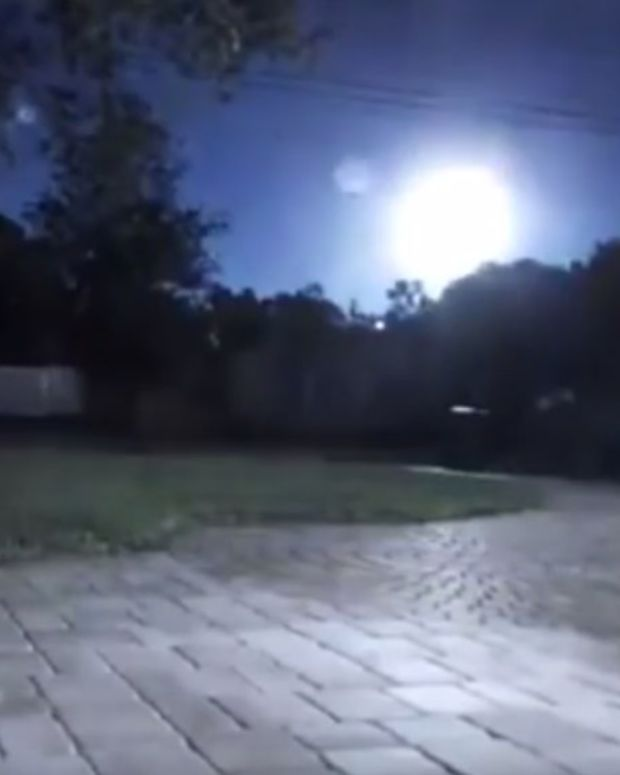 Huge Fireball Frightens Floridians In 'UFO' Scare (Video) Promo Image