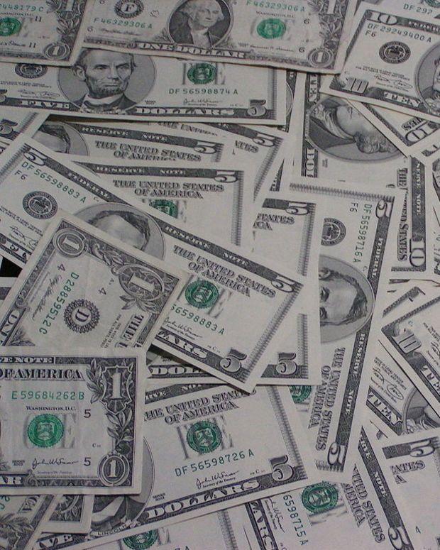 Waitress Receives $1,000 Tip Promo Image