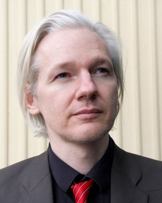 Julian Assange Wants Trump To Drop U.S. Investigation Promo Image