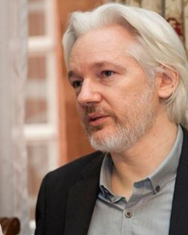 Assange: Clinton, CIA Pushing Pence 'Takeover'  Promo Image